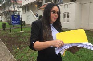 """La diputada y Presidenta de la Comisión de la Mujer, la Niñez, la Juventud y la Familia de la Asamblea Nacional Zulay Rodriguez dijo que está segura que detrás de estos casos """"hay peces gordos"""", ya que hay personas que no han dejado que muchas investigaciones de esta índole sigan su curso."""
