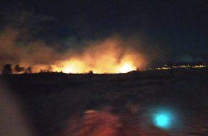 Para apagar el fuego fue necesario el uso de equipos y personal especializado en este tipo de incendios.