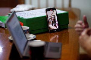 Existen parejas que sufren la distancia y otras, en cambio, que viven a gusto con los encuentros esporádicos.  Foto: EFE/EPA/RUNGROJ YONGRIT