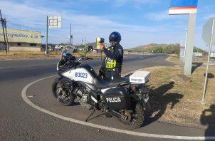 La Policía de Tránsito se han mantenido custodiando las vías en la provincia. Foto:Cortesía