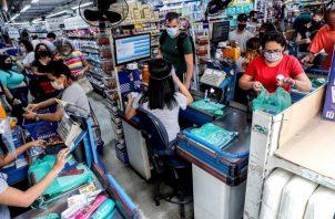 Se estima que la economía brasileña caerá cerca 4.5% en 2020. EFE