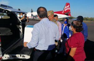 Este martes se recibieron 400 viales de la vacuna contra la covid-19. Foto: José Vásquez