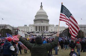 Manifestantes a favor de Donald Trump irrumpieron en el Capitolio de los Estados Unidos el 6 de enero de 2021. EFE