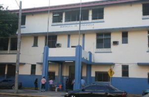 Vista de la escuela cuando, todavía, era funcional. En 2014 se determinó que no era apta para ser ocupadas por estudiantes y docentes. Foto de archivo