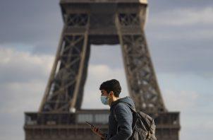 Francia anunciará este jueves 4 de marzo nuevas medidas para hacer frente a la expansión del virus que afecta particularmente a algunas regiones como París. Foto: EFE