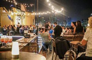El ministro Luis Francisco Sucre instó a los dueños de los bares y discotecas a que se organicen con el MICI y que se reinventen para reactivar sus negocios.