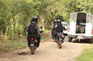 Hay patrullajes de la Policía Nacional, pero hay lugares lejanos en Calobre, donde la presencia policial es nula. Foto. Melquiades Vásquez