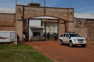 Vista de la entrada de la penitenciaría de Pedro Juan Caballero (Paraguay).