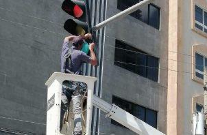 En la ciudad capital hay más de 5 mil semáforos. Foto de cortesía