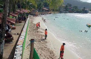 El director regional de salud en Colón, precisó que el horario establecido para el ingreso a las playas será hasta las 11:00 de la mañana.