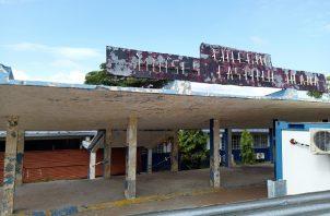 En el colegio Moisés Castillo Ocaña (MCO) hay un conflicto entre el Ministerio de Educación (Meduca) y el consorcio a cargo del proyecto, que mantiene paralizado los trabajos desde el año 2020.
