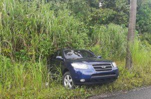 Las autoridades encontraron varios paquetes de presunta sustancia ilícita en el asiento trasero de la camioneta.