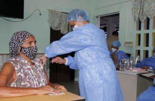 La vacunación contra la covid-19 se inició en Panamá el 20 de enero.
