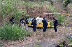 El taxi de propiedad de Irak Ortega, fue hallado en un camino de tierra próximo a la autopista Arraiján-La Chorrera, a altura de Cáceres.