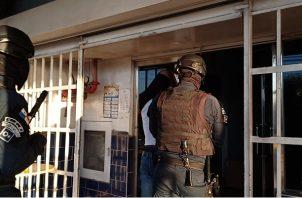 Los cinco implicados en este caso de presunta privación de libertad llegaron a las instalaciones del SPA de Panamá Oeste bajo fuertes medidas de seguridad. Foto: Eric Montenegro