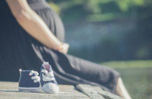 Los embarazos no planificados han puesto una gran presión sobre familias. Foto: Pixabay