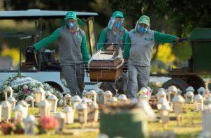 El coronavirus ya deja más de 282,000 fallecidos en Brasil. Foto. EFE