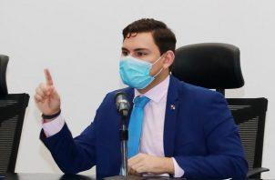 Juan Diego Vásquez pidió explicaciones al Meduca sobre situación de escuelas.
