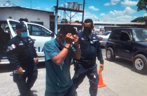 El acusado fue trasladado en un auto patrulla de la Policía Nacional. Foto: Melquiades Vásquez