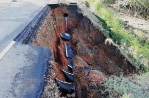 El director del Idaan señaló que esta institución garantiza el suministro de agua a través carros cisterna al hospital Rafael Hernández, Materno Infantil José Domingo de Obaldía, las policlínicas y centros de salud.