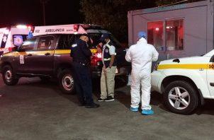 El guardia de seguridad, quien laboraba para la empresa Block Security fue trasladado al hospital regional Nicolás A. Solano en un vehículo de la Policía Nacional (PN), en donde falleció minutos después de su ingreso.