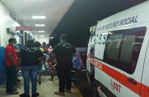Las autoridades también se presentaron en las instalaciones de la sala de urgencias del complejo hospitalario Dr. Manuel Amador Guerrero, para tratar de recabar información con las dos personas heridas.