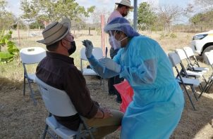 Personal de salud aplicó 10,580 pruebas para detectar la covid-19 en las últimas 24 horas. Foto cortesía Minsa