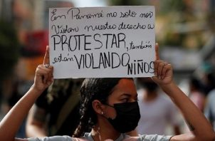 Luego que se conoció el escándalo de supuestos abusos y maltratos a menores en los albergues, se han realizado diversas protestas sobre el tema. Archivo