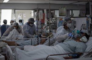 Brasil acumula hasta la fecha acumula cerca de 12 millones de positivos y 293.000 muertes por covid-19. Foto:EFE