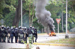 Mientras el diálogo se realizaba, los enfrentamientos entre policías y manifestantes se extendieron hasta el estadio Maracaná. Cortesía