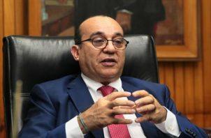 Eduardo Flores dijo que no ha cambiado de opinión y que no está a favor de la reelección.