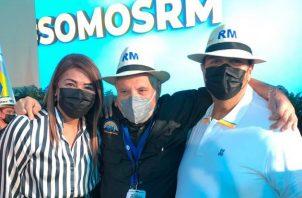 Ricardo Martinelli (centro) es el presidente del partido Realizando Metas.