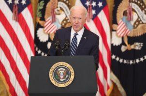 El presidente de EE.UU., Joe Biden, habla durante la primera rueda de prensa de su mandato. EFE