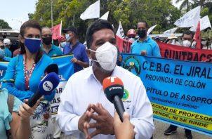 Docentes protestaron frente al Ministerio de Educación. Foto: Víctor Arosemena