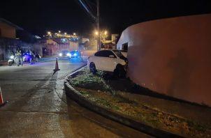 El automóvil resultó con daños severos en la parte frontal. Foto: Eric A. Montenegro