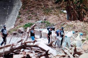 Se presume que la víctima fue ejecutada en otro sitio y su cuerpo abandonado en la alcantarilla. Foto: Eric A. Montenegro