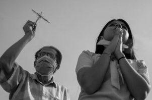 La oración es la llave por excelencia de comunicación del hombre con Dios. Foto: EFE.