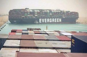 El almirante destacó el gran tamaño de la nave, de 400 metros de eslora. EFE