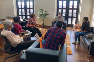 Personal del Ministerio de Gobierno y Justicia se reunió con la gobernadora de Colón, Iracema de Dale, para conversar del proyecto carcelario.