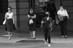 Una mujer que empiece a trabajar a los 20 años solo logrará cumplir con el total de cuotas a los 63 años. Su pensión seria inferior en cerca 26.5 puntos porcentuales a la que recibiría con el régimen actual. Foto: EFE.