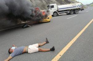El simulacro ser trató del choque entre un camión cisterna y un taxi.