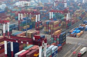 La pandemia sigue planteando la mayor amenaza al comercio mundial. EFE