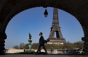Las limitaciones en Francia incluye el cierre de comercios no esenciales. Foto: EFE