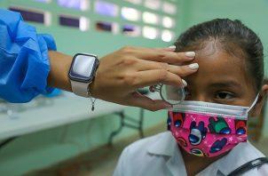 Se realizaron pruebas visuales y auditivas a estudiantes de primero a sexto grado de El Cacao. Foto cortesía