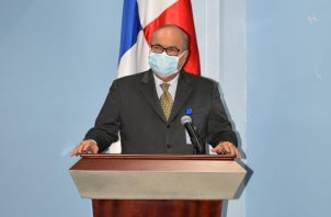 Enrique Lau Cortés pidió no bajar la guardia ante el coronavirus.