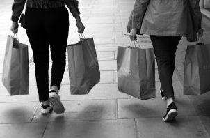 Cuando hay competencia, mejora la oferta, los precios, la calidad de los bienes y servicios, el poder adquisitivo de los consumidores es mayor y la distribución del ingreso es menos desigual. Foto: EFE.