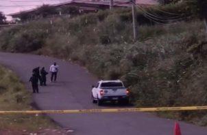Al momento del hallazgo del cadáver, el sujeto fue encontrado atado de manos y pies y con varios disparosen la cabeza.