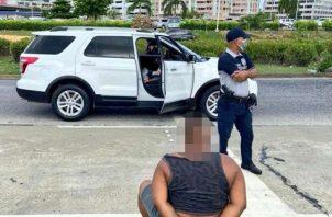 El automóvil fue retenido en la Cinta Costera.