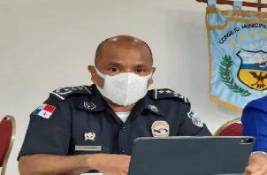 El nuevo jefe de la Policía Nacional en Colón, Víctor Méndez, se reunió con los ediles.