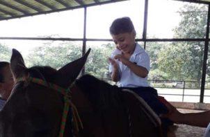 Para estos niños sus grandes héroes son los caballos y las fisioterapeutas.